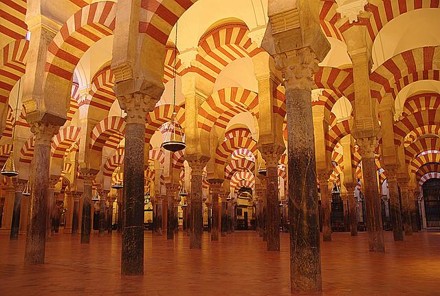 أهم الأماكن السياحية في اسبانيا  Mezquita-of-Cordoba