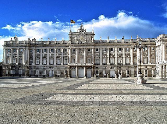 أهم الأماكن السياحية في اسبانيا  Palacio-Real