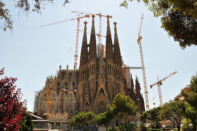 أهم الأماكن السياحية في اسبانيا  Sagrada-Familia