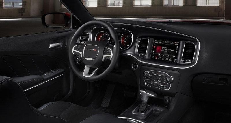صورة من داخل السيارة دودج تشارجر 2015 | المرسال