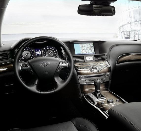������� �������� ٢٠١٥ ����� �������� Steering-wheel-of-a-car-2015-Infiniti-Q70.jpg