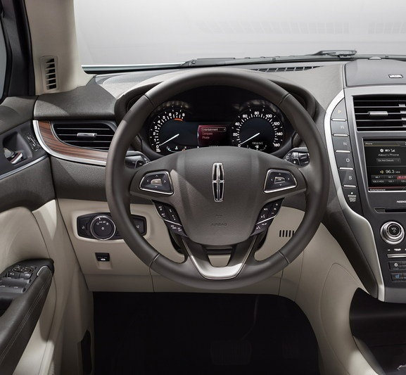 2015 Lincoln Mkt Camshaft: صورة من داخل السيارة لينكولن ام كاي سي 2015