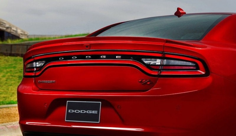 ������� ���� ������ ٢٠١٥ ����� Taillights-of-a-car-2015-Dodge-Charger.jpg