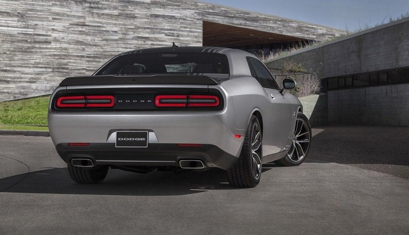 ������� ���� ������� ٢٠١٥ ���� The-back-of-the-car-2015-Dodge-Challenger.jpg