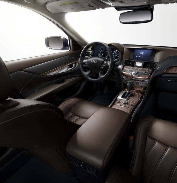 ������� �������� ٢٠١٥ ����� �������� The-front-seats-of-the-car-2015-Infiniti-Q70.jpg