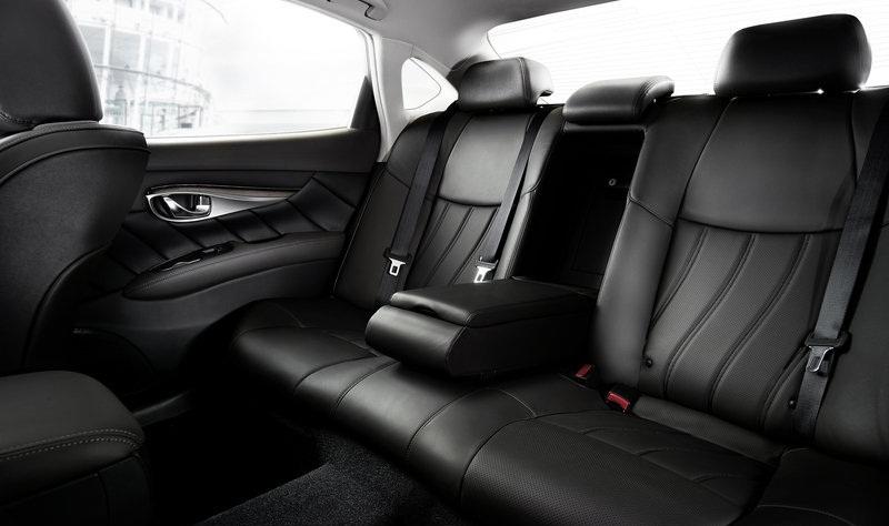 ������� �������� ٢٠١٥ ����� �������� The-rear-seats-of-the-car-2015-Infiniti-Q70.jpg