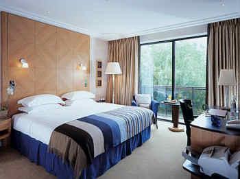 صور غرف نوم رائعة في فندق جميرا كارلتون | المرسال