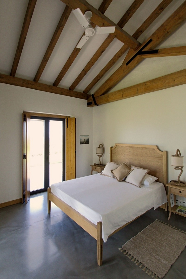����� ����� ������� ٢٠١٥ bedroom-design-ideas-country-style-wood-rafters-House-in-Vila-Boim.jpg