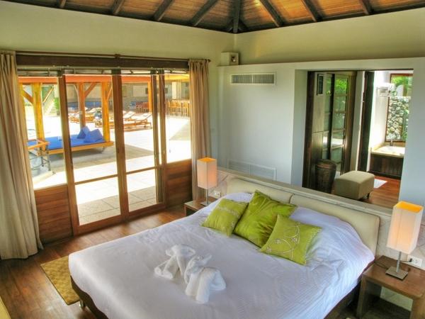 ����� ����� ������� ٢٠١٥ bedroom-interoir-apple-green-accent-pillows-Villa-Rak-Tawan.jpg