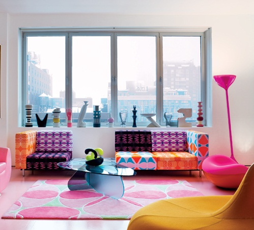minimalist colorful apartment living room with unique pink floor lamps flower patterned rugs تصميم وسائد حديثة   صور خداديات الوان مختلفة