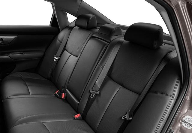 المقاعد الخلفية للسيارة نيسان التيما اس ال 2015