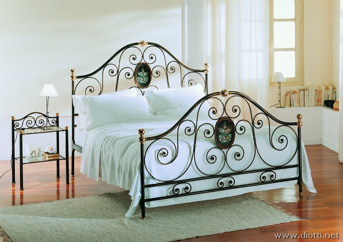 Agrigento big غرف نوم بسرير حديد مشغول