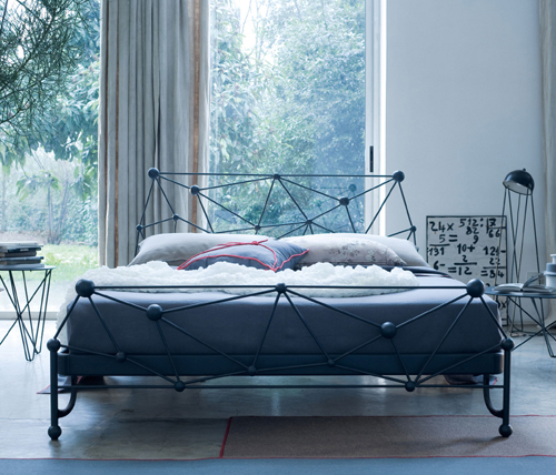 Eclectic Wrought Iron Bed Design غرف نوم بسرير حديد مشغول