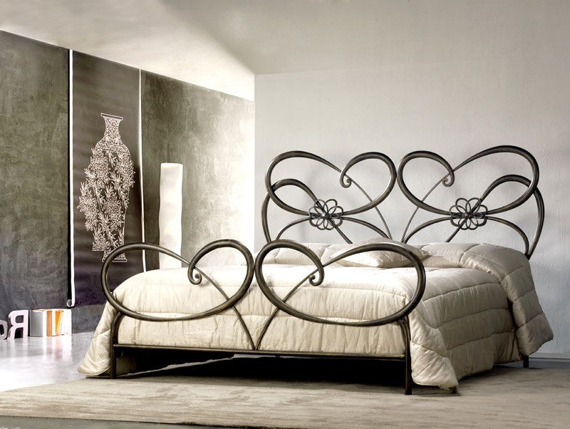 inspiring idea for luxury tango elegant bedroom decoration غرف نوم بسرير حديد مشغول