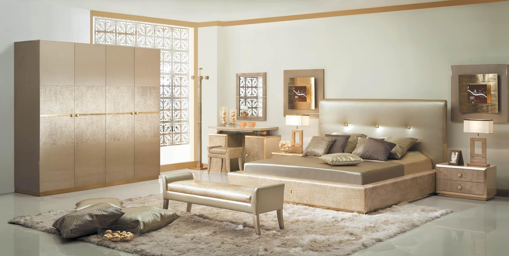 اللون الذهبي الانيق بغرفة نوم مفروشات العمر | المرسال