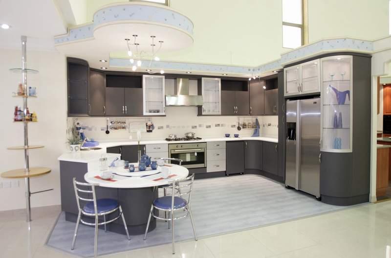 مطبخ باللون الرمادي تقدمه شركة العليان المتميزة | المرسال