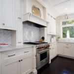 ارضية اسود و خزانات بيضاء بالمطبخ الناعم  - 155715