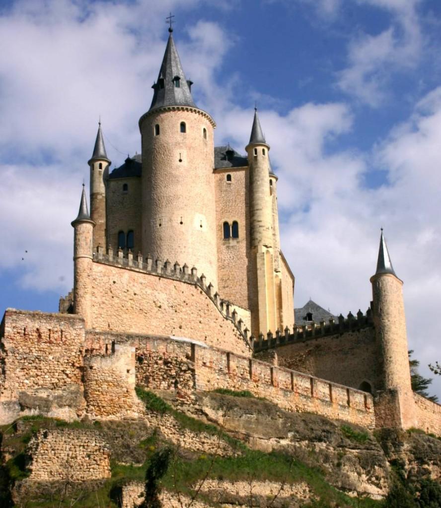 Image result for القلاع في العالم