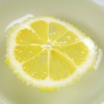 استخدام الليمون لتنظيف الميكرويف