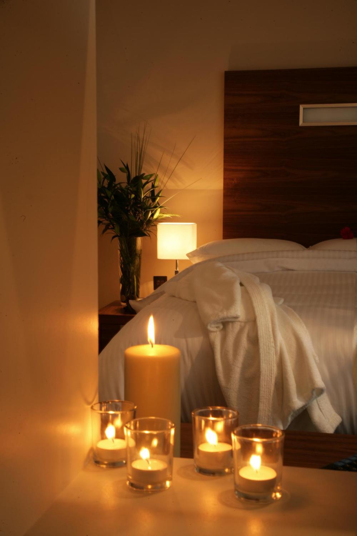 صور غرف نوم رومانسية بالشموع | المرسال