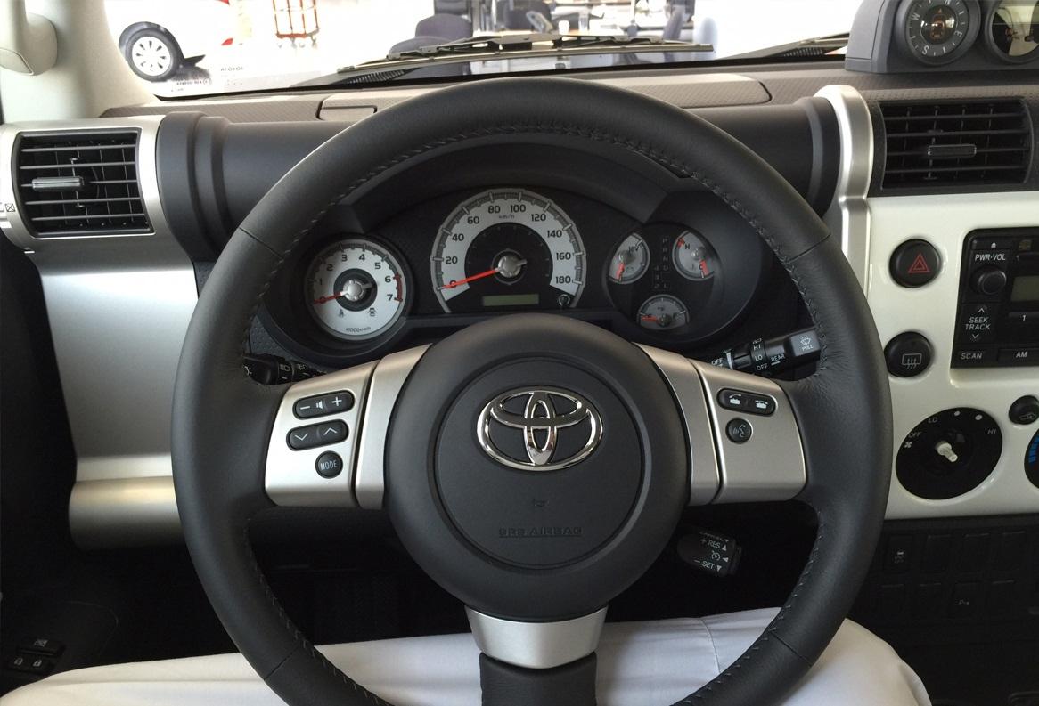 صورة من داخل السيارة تويوتا اف جي كروزر ستاندر 2015 | المرسال