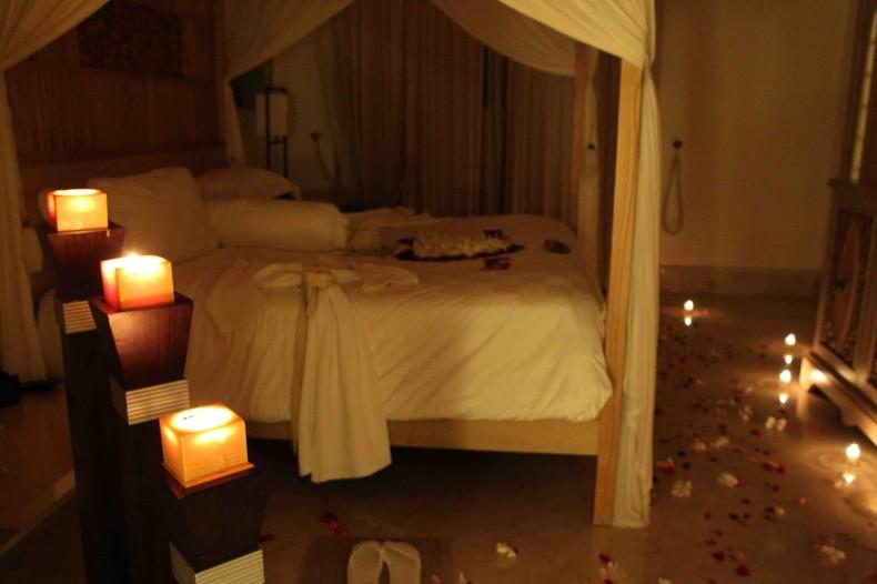 غرفة نوم رومانسية هادئة بالشموع | المرسال
