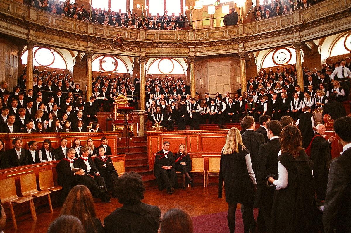 طلاب جامعة أكسفورد المرسال