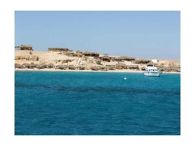 العربية . يمكنك الوصول إلى هذه الجزر عن طريق القوارب