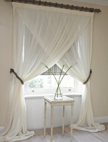 Curtains Detail in addition 196117758748441573 also Living Room Window Treatments Ideas furthermore Green Designs additionally Decoracion De Dormitorios Para Matrimonios. on curtain designs for bedrooms