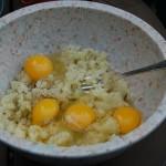 عمل خلطة البطاطس المهروسة مع البيض
