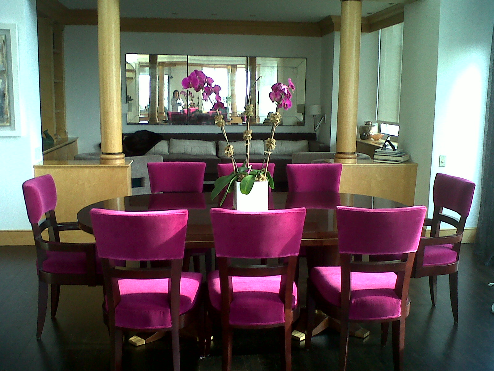 black and hot pink dining room