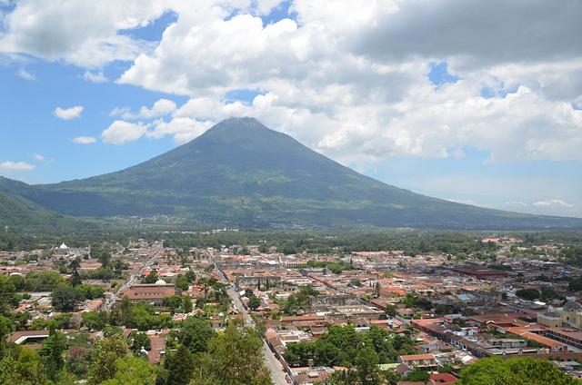 الأماكن السياحية Antigua-Guatemala.jp