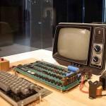 اول منتج لشركة ابل حاسوب Apple 1