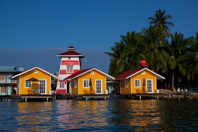 الاماكن السياحية في بنما Bocas-del-Toro.jpg