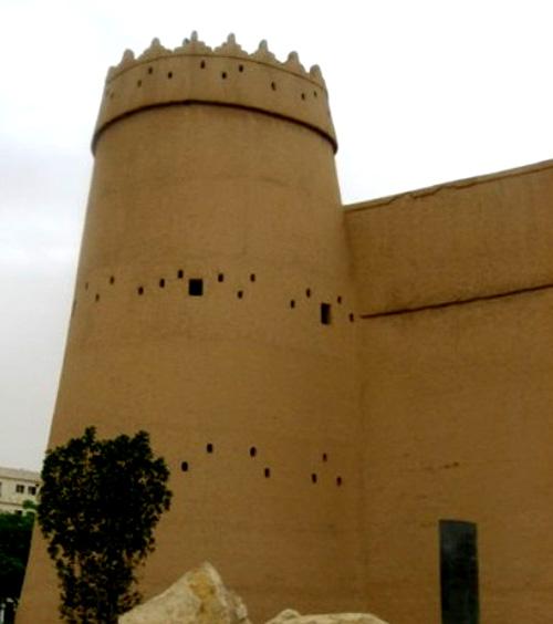 ثقافي / متحف المصمك التاريخي يستقبل المواطنين صباحا ومساء بمناسبة اليوم  الوطني