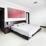 غرف نوم انيقة واسعة باللون الابيض