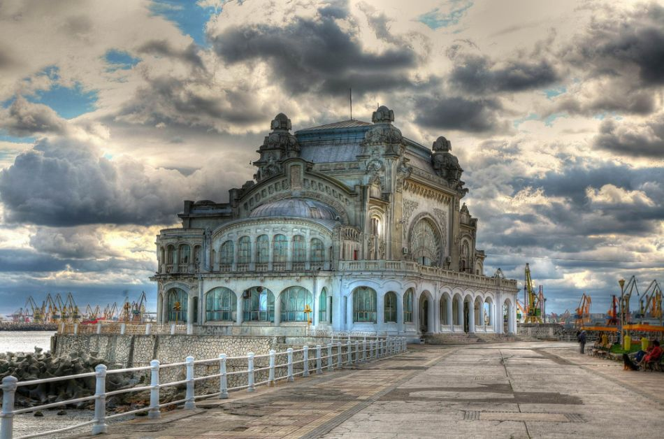 أماكن مهجورة Abandoned-Casino-in-Constanta-Romania.jpg