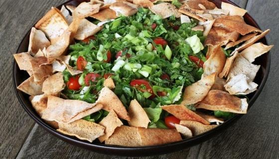 طريقة سلطة الفتوش Fattoush-salad.jpg
