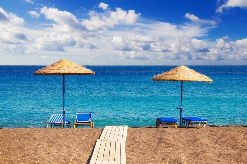 يعرف هذا الشاطئ المذهل بخصائصه الفريدة ، ومياهه والرمل والكريستال الأسود المذهل ، مما يجعل من الشاطئ منطقة جذب رئيسية في شاطئ بيريسا للصخرة الضخمة والتي تسمى بـ ميسا فيونو والتي ترتفع عن سطح البحر