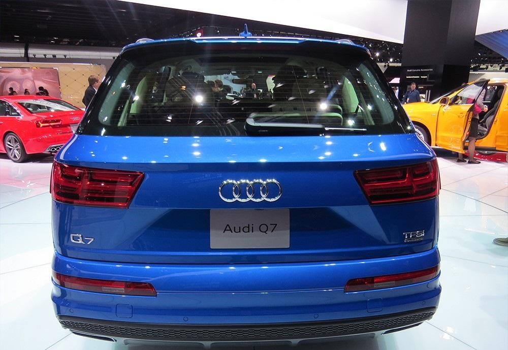 شاهد الجيل الجديد من اودي q7 في قطر The-back-of-the-Audi