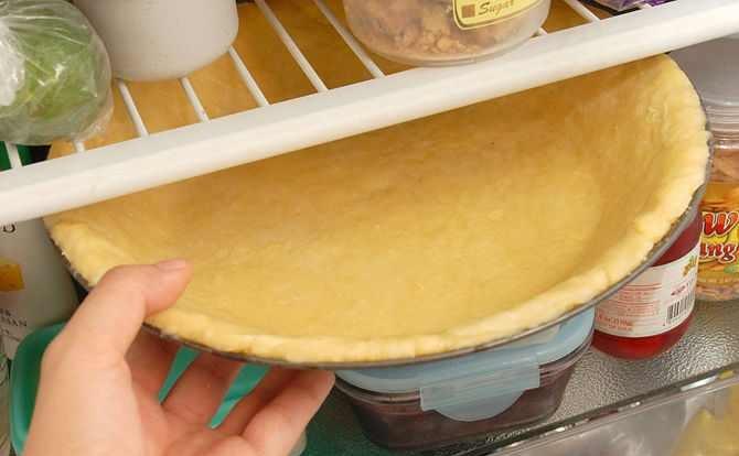 وضع الصينية في الثلاجة حتى ترتاح العجينة