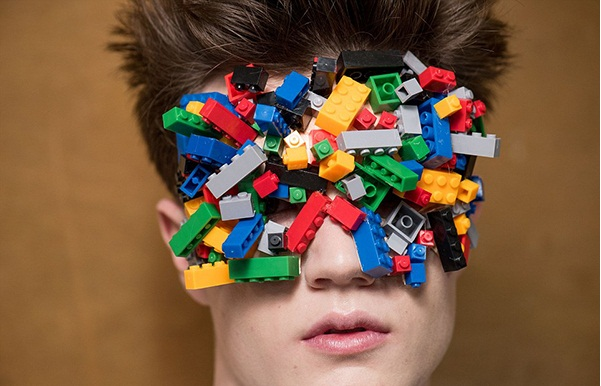"""Eyes covered with cubes in the strangest fashion show Men's Fashion Show """"Cool Man"""" Men's Fashion Show """"Cool Man"""" eyes covered with blocks"""