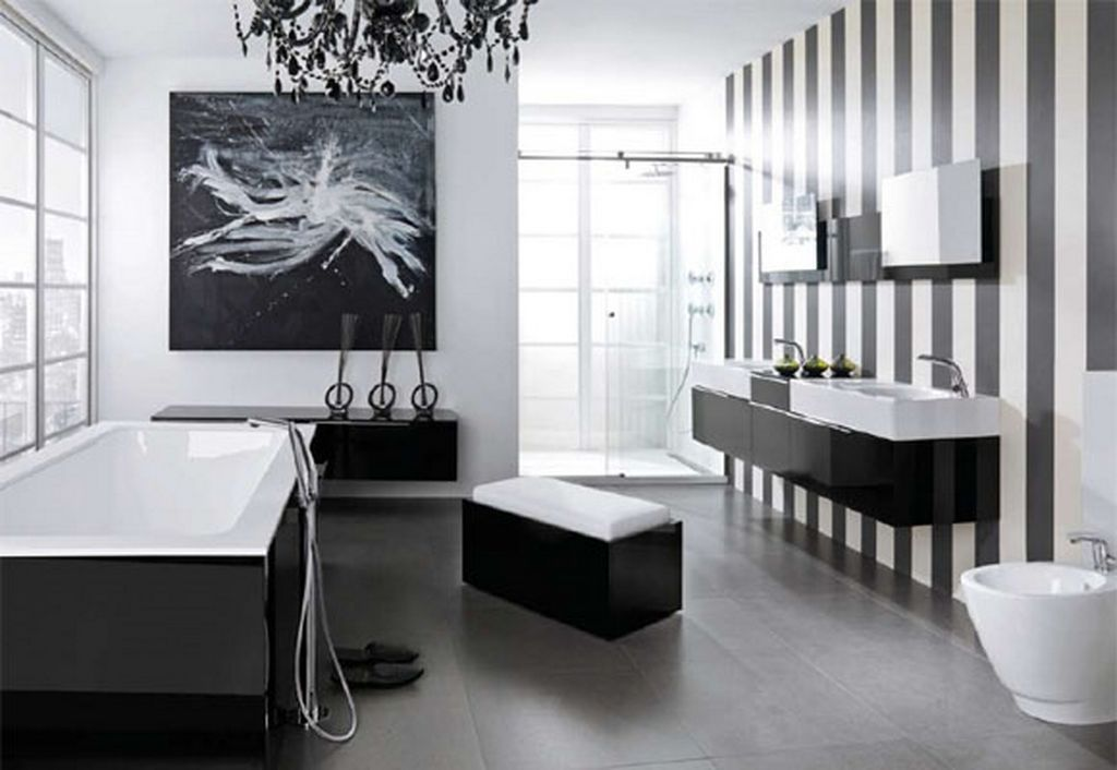 حمام باللون الابيض والاسود
