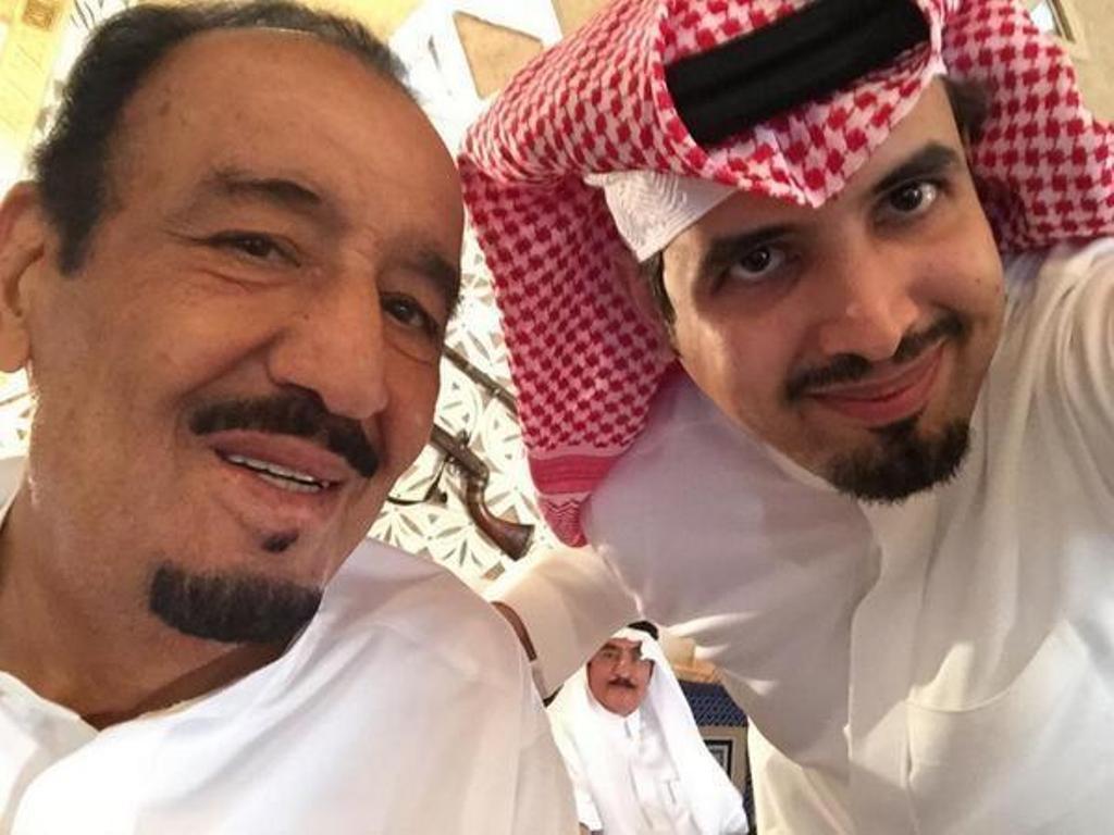 سيلفي للملك سلمان بن عبدالعزيز وابنه الامير سعود