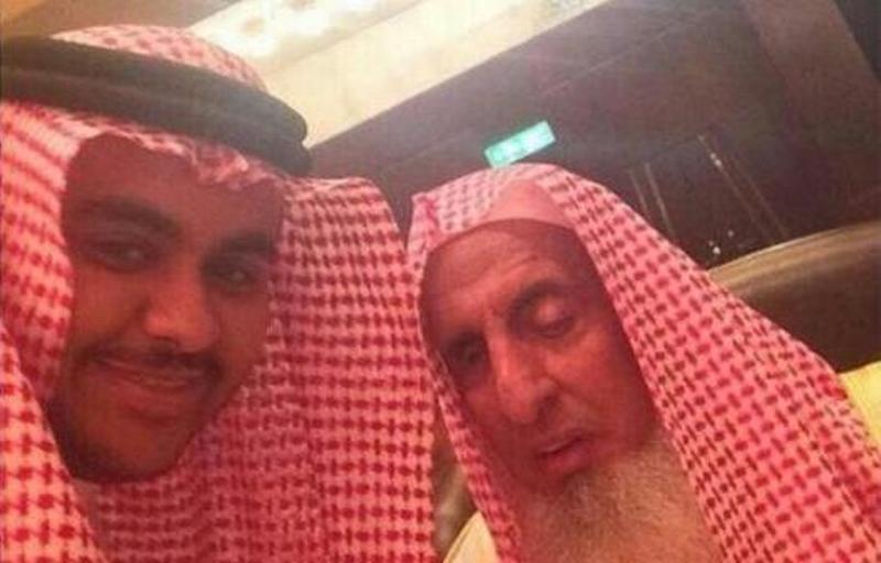 سيلفي للمفتي الشيخ عبدالعزيز ال الشيخ