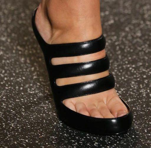 de6504fc7bdd4 حذاء أسود بثلاث سيور من Alexander Wang