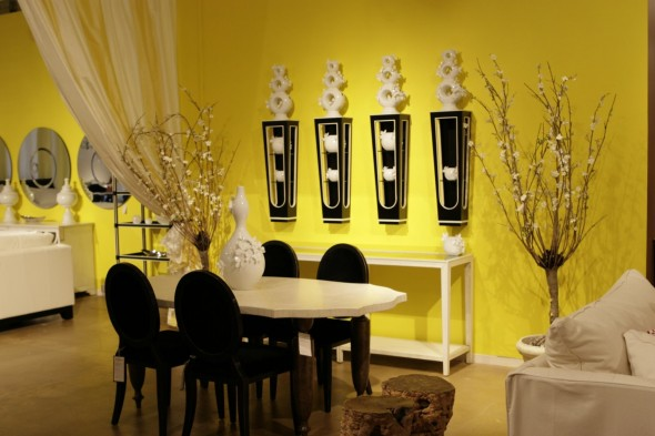 غرف طعامك بديكور لونه اصفر مميز
