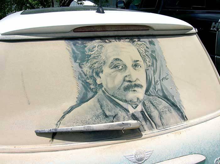 الرسم على غبار السيارات