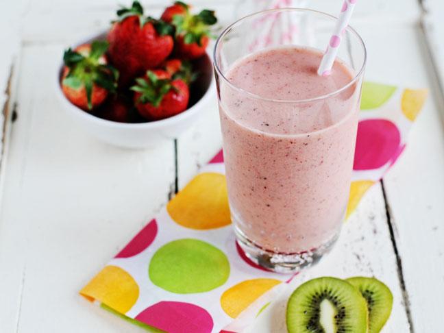 عصير الكيوي مع الفراولة كوكتيل مختلف وصحي