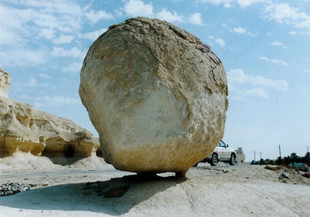 بالصور جبل القارة .. الاحساء بالمملكة السعودية Rock-outstanding.jpg